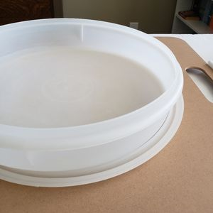 Tupperware large round container with lid